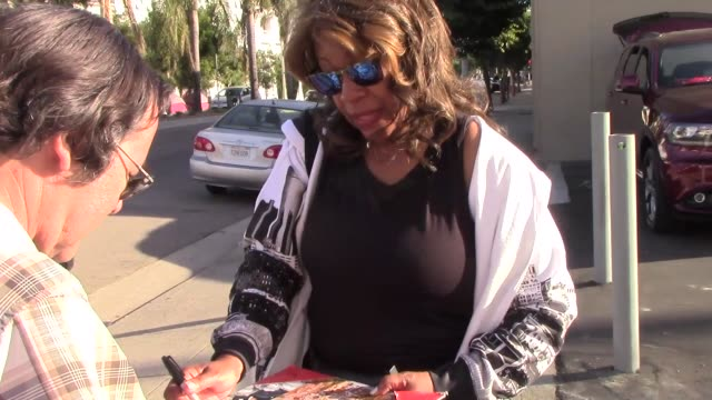 mary wilson outside dancing with the stars rehearsal studio in hollywood in celebrity sightings in los angeles - dancing with the stars stock videos & royalty-free footage