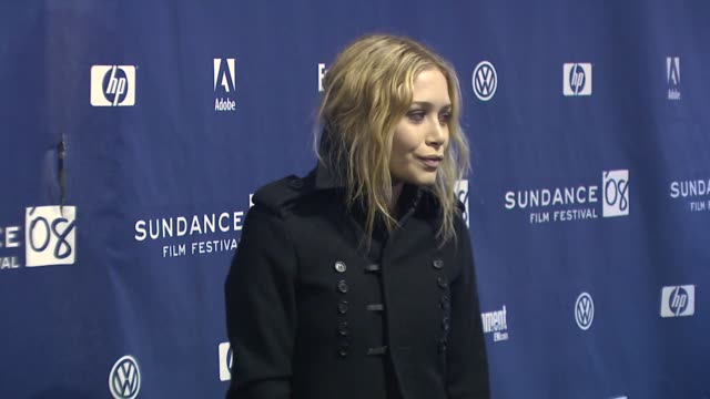 vídeos de stock, filmes e b-roll de mary-kate olsen at the 2008 sundance film festival premiere of 'the wackness' at the racquet club theatre in park city, utah on january 18, 2008. - mary kate olsen