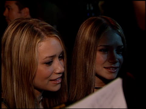 vídeos de stock, filmes e b-roll de marykate olsen at the 'n sync celebrity album party at moomba in west hollywood california on july 23 2001 - mary kate olsen
