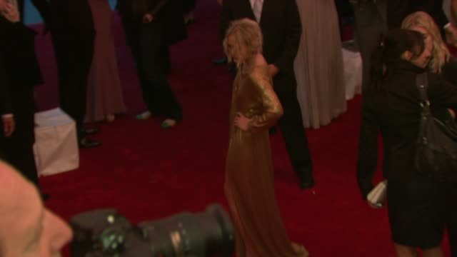 vídeos de stock, filmes e b-roll de marykate olsen at the superheroes fashion and fantasy costume institute gala at the metropolitan museum of art at the metropolitan museum of art in... - mary kate olsen