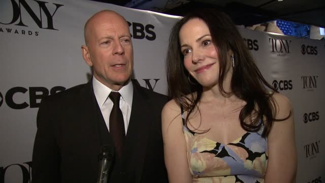 interview marylouise parker and bruce willis on a play being the hardest way to tell a story willis on his upcoming broadway debut this fall they... - bruce willis stock-videos und b-roll-filmmaterial