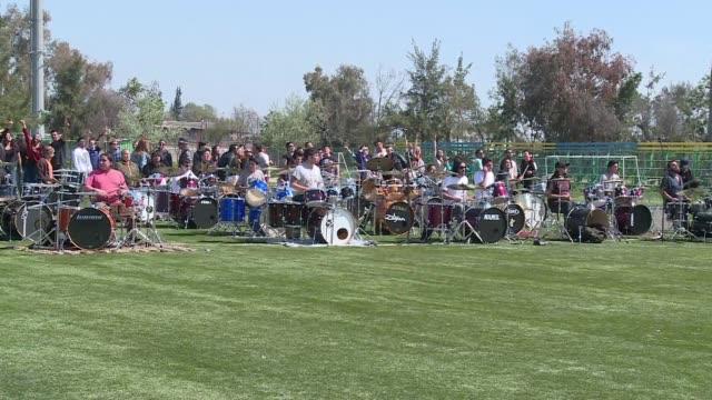 Mas de 100 musicos chilenos interpretaron al unisono una version del exito We are Sudamerican Rockers de la banda Los Prisioneros en una actividad...