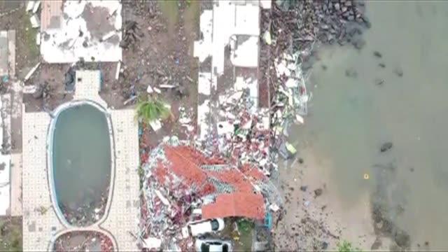 mas de 220 personas murieron y cientos resultaron heridas en un tsunami provocado por una erupcion volcanica que golpeo playas turísticas y costeras... - estrecho stock videos and b-roll footage