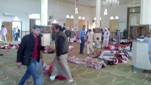 Mas de 230 personas murieron en un ataque a una mezquita por hombres armados el viernes en la region egipcia del Sinai