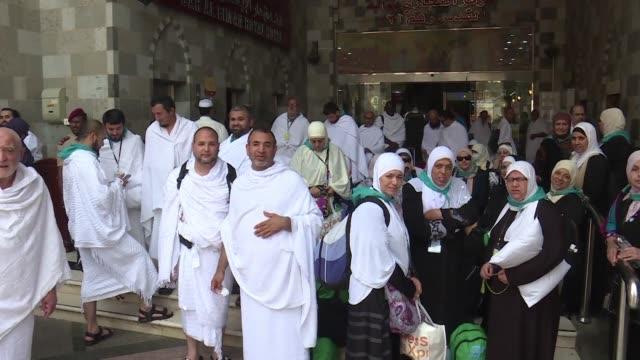 mas de dos millones de musulmanes comenzaron el domingo la peregrinacion anual del hach a la meca en arabia saudita - hajj stock videos & royalty-free footage