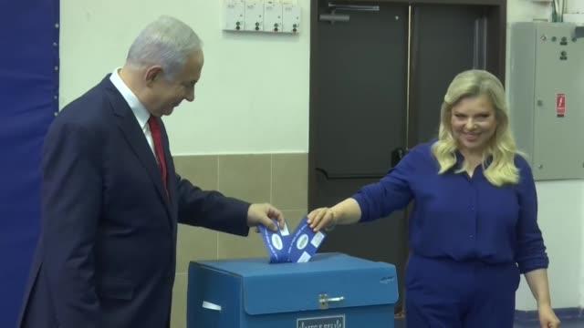mas de seis millones de israelies votaban el martes en unas cruciales elecciones legislativas que deciden si el primer ministro benjamin netanyahu... - benjamin netanyahu stock videos & royalty-free footage