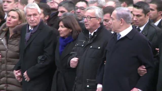 Mas de un millon de personas salieron este domingo a las calles de Paris en repudio a los ataques que mataron a 17 personas esta semana en la mayor...