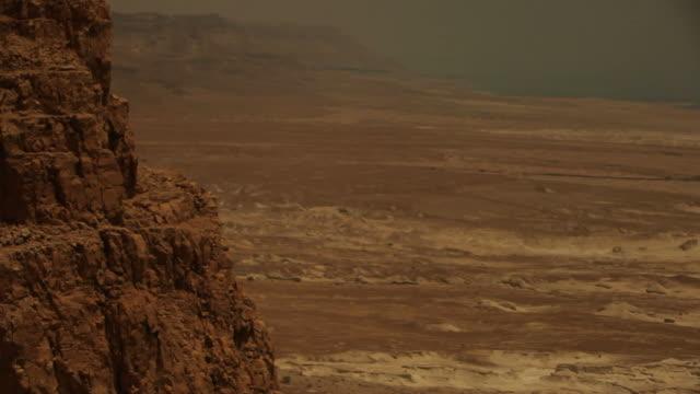 masada vicino il mar morto - distruzione video stock e b–roll