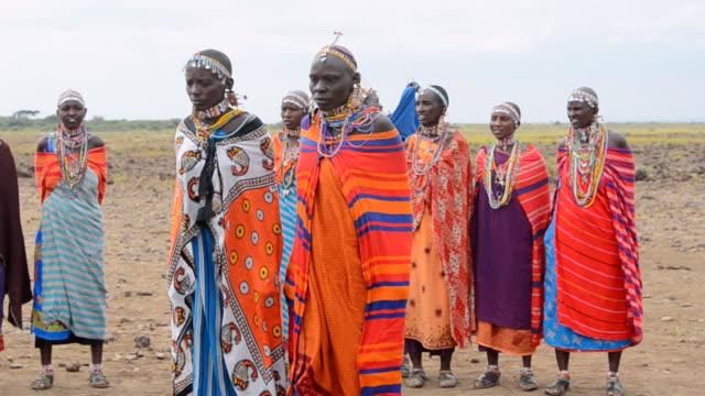 ms masai women welcome to village amboseli maasai / amboseli national park, kenya - perlenschnur stock-videos und b-roll-filmmaterial