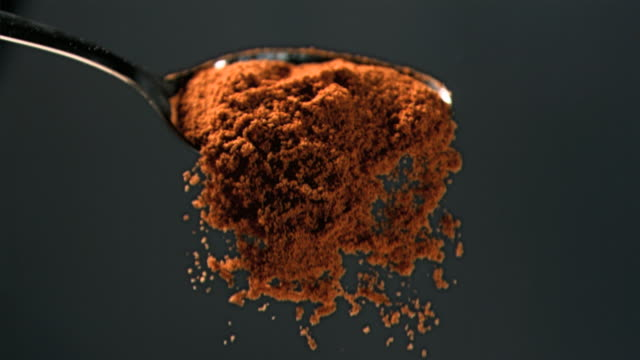 masala powder falling in super slow motion of a spoon - 香辛料点の映像素材/bロール