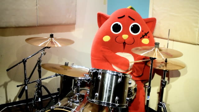 A mascot meant to be a mix of an apple and a cat has become the latest social media sensation from Japan thanks to its drumming skills The video of...