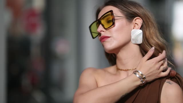 stockvideo's en b-roll-footage met masha sedgwick is seen wearing ripped off brown overall max mara clip earrings mango coccinelle straw bag jacquemus shoes sunglasses on may 11 2019... - oorbel