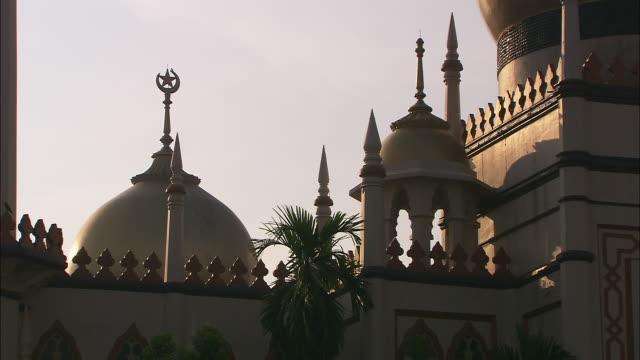 cu, tu, masjid sultan (sultan mosque), singapore - sultan mosque singapore stock videos and b-roll footage