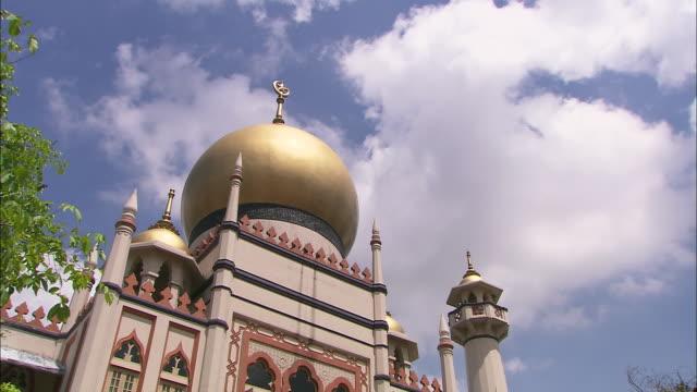 ms, la, pan, masjid sultan (sultan mosque), singapore - sultan mosque singapore stock videos and b-roll footage