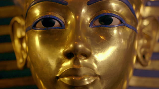 mask of tutankhamun - fade in video transition stock videos & royalty-free footage