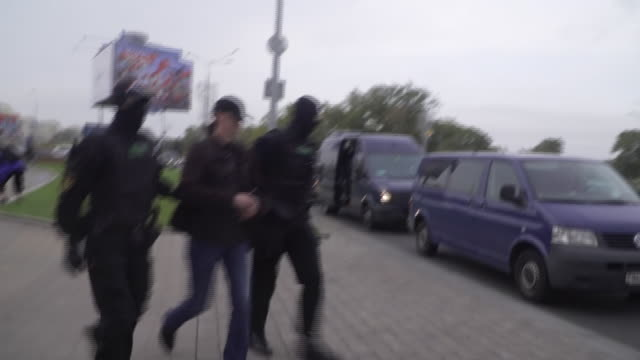 masked belarussian security forces arresting anti-government protestors in minsk - anger stock videos & royalty-free footage