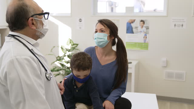 masked paediatrician appointment - pediatrician stock videos & royalty-free footage