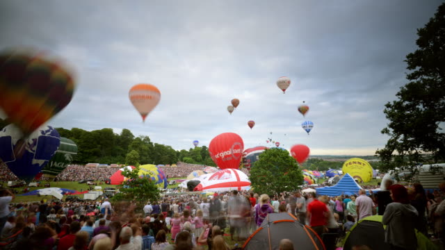 Mass assent of hot air balloons at the Bristol International balloon fiesta