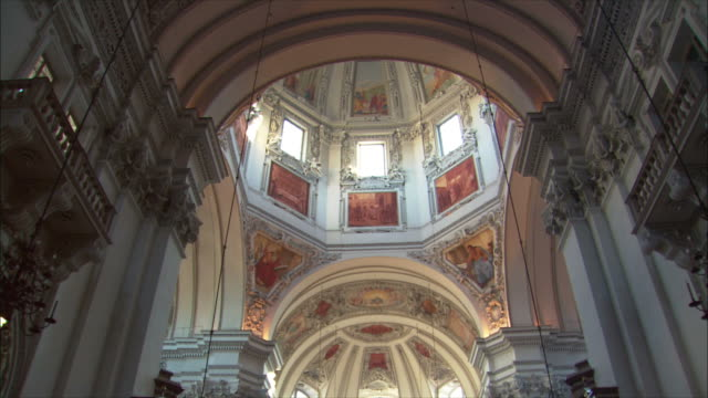 ws td mass at salzburg cathedral / salzburg, austria - apse stock videos & royalty-free footage