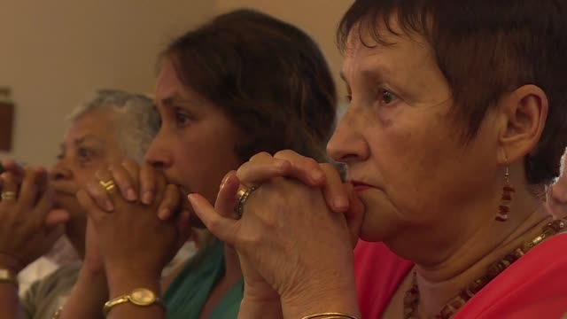 vídeos de stock, filmes e b-roll de a mass dedicated to the victims of flight mh370 took place in a church on the indian ocean island of la reunion saturday a few hundred metres from... - ilhas mascarene