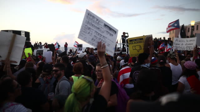 vidéos et rushes de mass demonstration against the governor of puerto rico ricardo rosello in san juan puerto rico on wednesday july 17 2019 - gouverneur