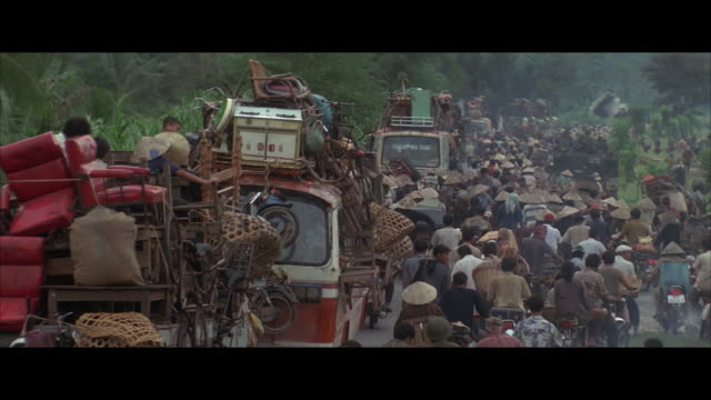 ms mass evacuation, crowd on street, vietnam - evacuazione video stock e b–roll