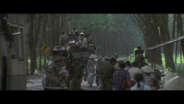 ms, pan mass evacuation from village, vietnam - vietnamkrieg stock-videos und b-roll-filmmaterial
