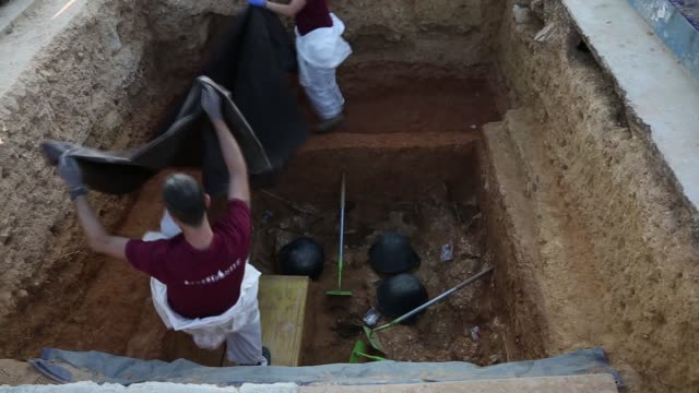 A mass grave area is being dug after the judge of guard of Paterna judicialized the exhumations of the 113 common pit after finding 12 bodies of...