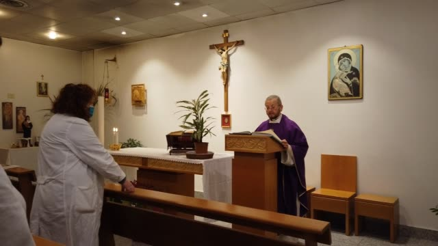 mass is celebrated by father don mario torracca in the chapel of cannizzaro hospital with healthcare workers during the coronavirus pandemic on april... - 宗教施設点の映像素材/bロール
