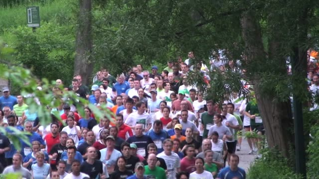 mass of runners through central park in new york city mass of runners through central park nyc on july 15 2011 in new york city - salmini video stock e b–roll