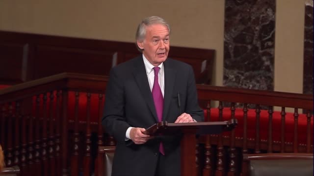 massachusetts senator ed markey engages in the floor debate over the nomination of judge neil gorsuch to sit on the supreme court discussing his... - {{ contactusnotification.cta }} stock-videos und b-roll-filmmaterial
