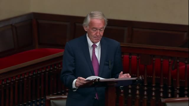 vídeos de stock, filmes e b-roll de massachusetts senator ed markey says america was fast approaching nearly 200000 deaths from coronavirus but the moral and physical injury done to the... - physical injury