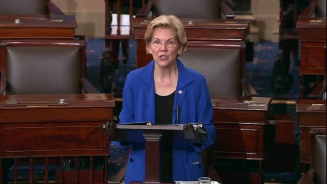 massachusetts senator elizabeth warren says after reading portions of a redacted report by special counsel robert mueller that he put all the facts... - 研磨器点の映像素材/bロール