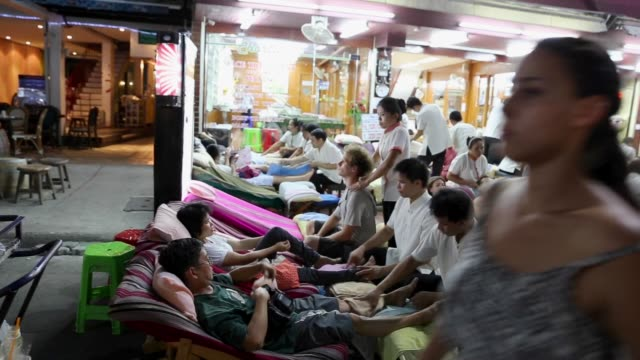 massage on khao san road in bangkok, thailand - thai culture stock videos & royalty-free footage