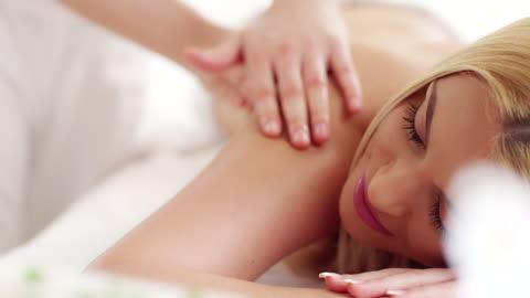 vídeos y material grabado en eventos de stock de sesión de masajes - balneario spa