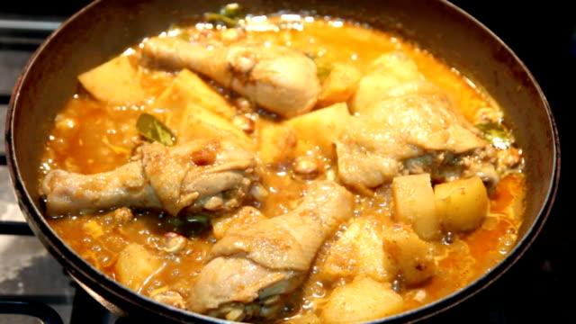 massaman curry, thai most favorite food - varmrättssås bildbanksvideor och videomaterial från bakom kulisserna