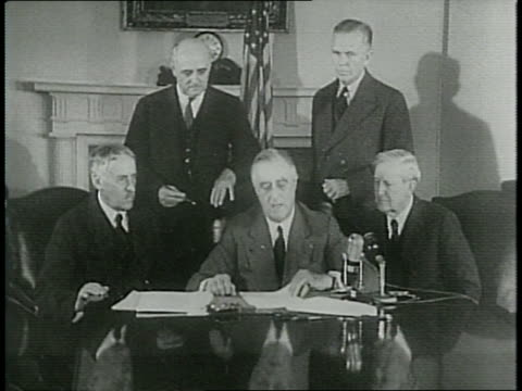 masses of people, text reads: 'when do we register please?' / president franklin d roosevelt reads statement informing men to register on the 16th of... - hinweisschild stock-videos und b-roll-filmmaterial