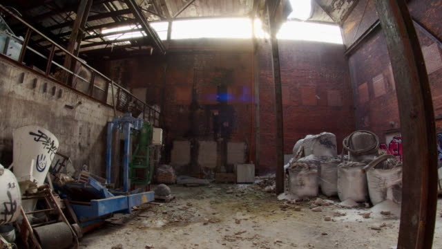 vidéos et rushes de massive abandoned factory warehouse industrial decay - a l'abandon