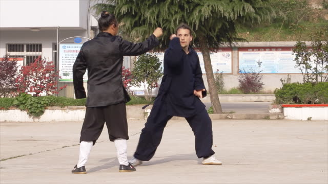 stockvideo's en b-roll-footage met master wu and his western kung fu disciple train in dragongate kung fu in wudang shan. - apostel