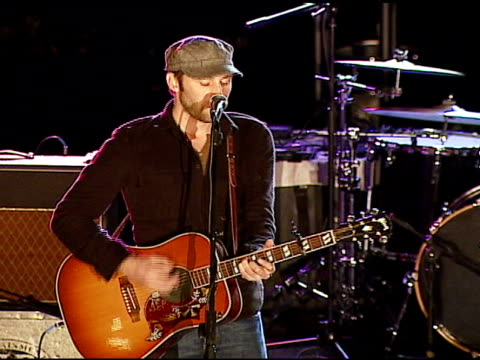 mat kearney performs at the vh1's big night for a big cause a benefit for the vh1 save the music foundation at esquire house 360 in beverly hills... - vh1 stock-videos und b-roll-filmmaterial