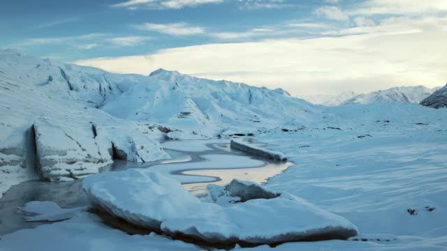 vídeos de stock e filmes b-roll de matanusca glacier in alaska time lapse with fresh ice. - clima polar