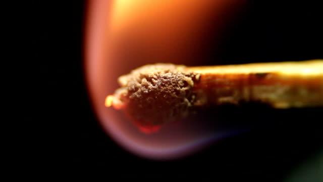 vídeos y material grabado en eventos de stock de partido quema cerca de fondo negro estudio tiro - potasio