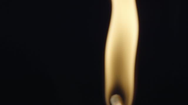vídeos y material grabado en eventos de stock de partido de la incineración - fosforo