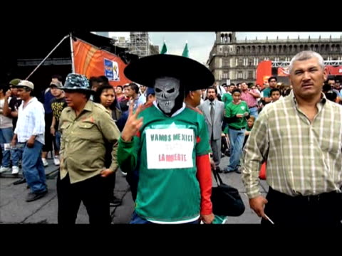 match on thursday was celebrated in style in the streets of mexico city. hundreds of extatic football fans gathered on zocalo square after the game,... - international team soccer stock videos & royalty-free footage