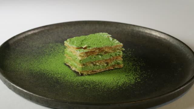 a matcha (green tea) dessert - デザート点の映像素材/bロール