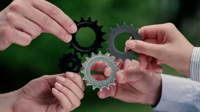 Overeenkomende Kogge gears. Teamwork metafoor