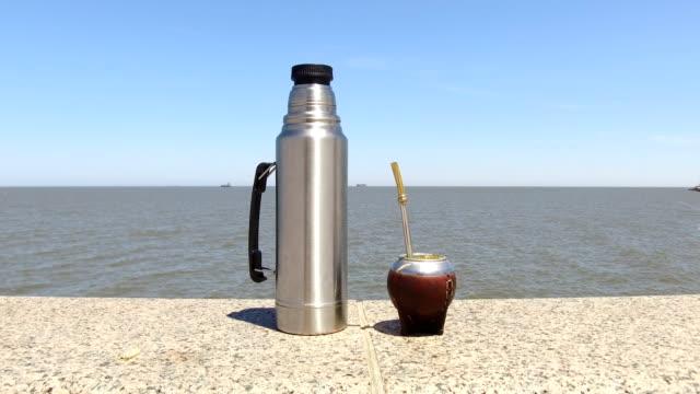 vídeos y material grabado en eventos de stock de mate (drink) typical drink, in montevideo's coastline, uruguay - mate técnica de vídeo