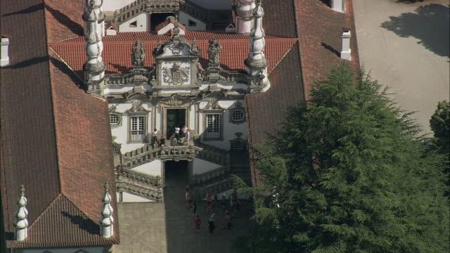 vidéos et rushes de aerial ws mateus palace (casa de mateus) facade / vila real, portugal - style du xviiième siècle