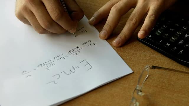 vidéos et rushes de cours de mathématiques travail - three objects