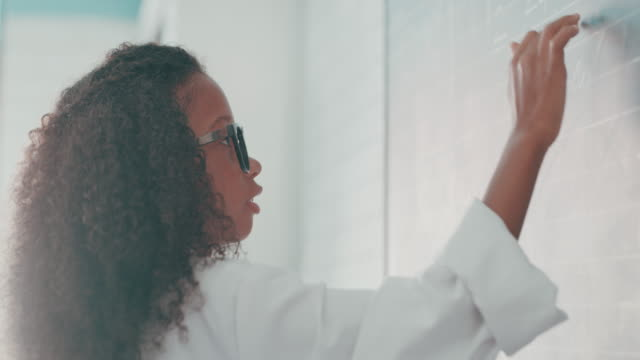 mathe öffnet den geist - trigonometrie stock-videos und b-roll-filmmaterial